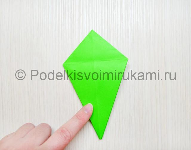 Как сделать дракона из бумаги. Фото 14.