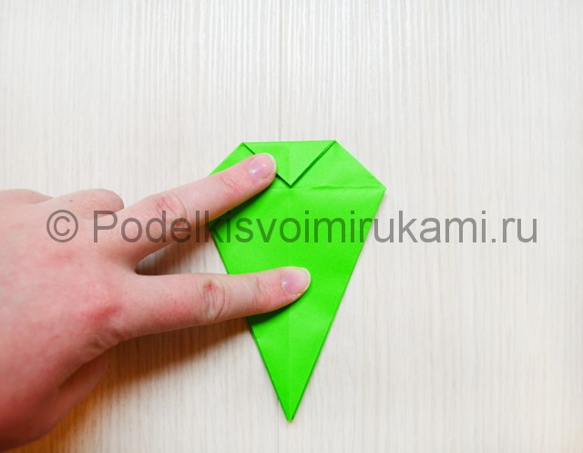 Как сделать дракона из бумаги. Фото 15.