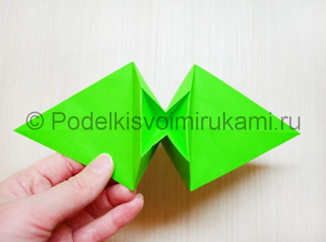 Как сделать дракона из бумаги. Фото 17.
