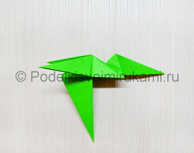 Как сделать дракона из бумаги. Фото 32.