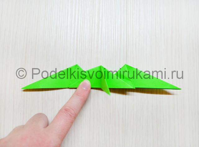 Как сделать дракона из бумаги. Фото 33.