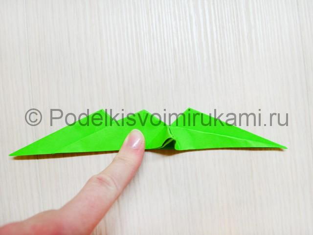 Как сделать дракона из бумаги. Фото 35.
