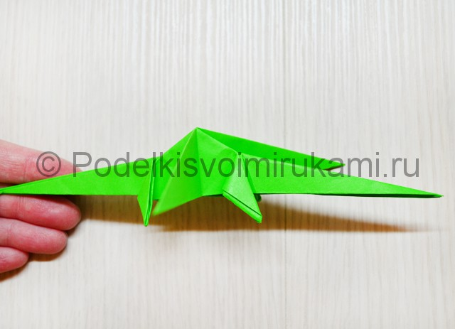 Как сделать дракона из бумаги. Фото 38.