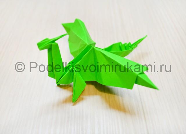 Как сделать дракона из бумаги. Итоговый вид поделки. Фото 1.