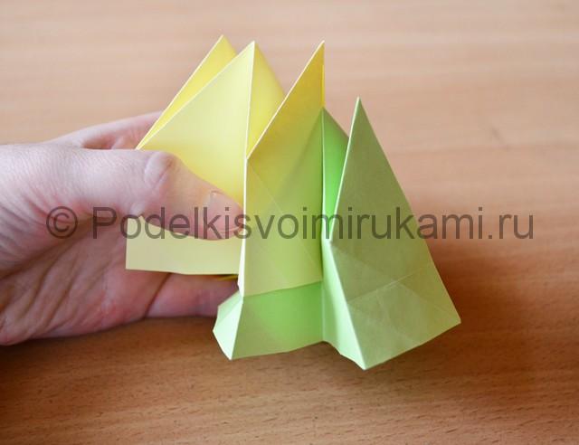 Как сделать фейерверк из бумаги. Фото 20.
