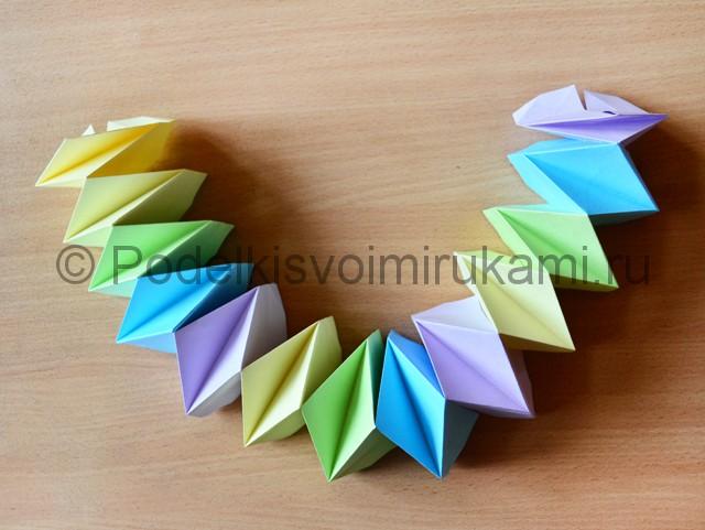 Как сделать фейерверк из бумаги. Фото 21.