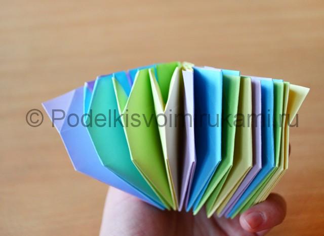 Как сделать фейерверк из бумаги. Фото 23.