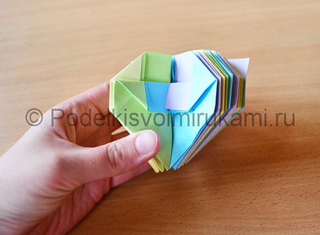 Как сделать фейерверк из бумаги. Фото 25.