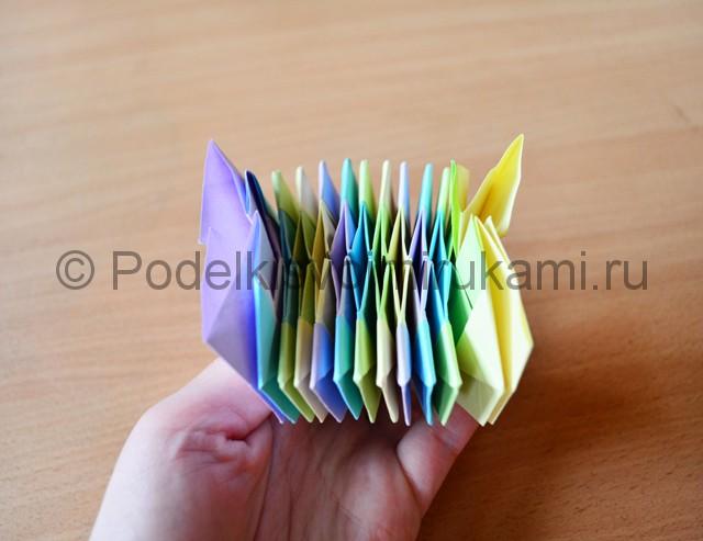Как сделать фейерверк из бумаги. Фото 27.