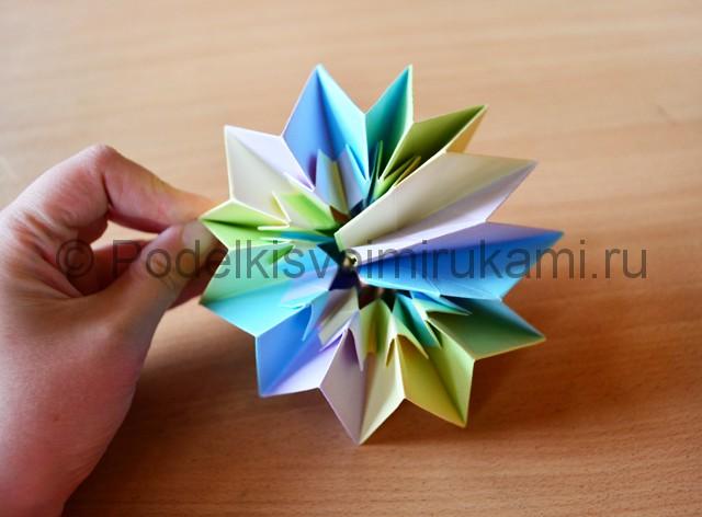 Как сделать фейерверк из бумаги. Фото 28.