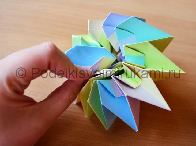 Как сделать фейерверк из бумаги. Фото 29.