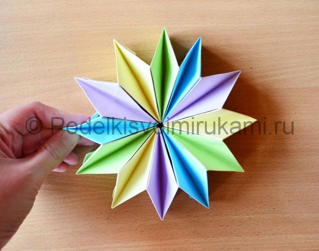 Как сделать фейерверк из бумаги. Итоговый вид поделки. Фото 2.