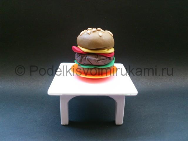 Как сделать гамбургер из пластилина. Итоговый вид поделки. Фото 2.