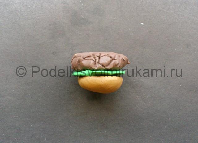 Как сделать гамбургер из пластилина. Шаг №6.