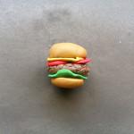 Как сделать гамбургер из пластилина. Итоговый вид поделки.