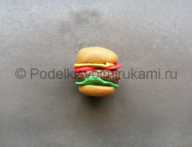 Как сделать гамбургер из пластилина. Шаг №9.