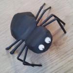 Как сделать из бумаги паука. Итоговый вид поделки.