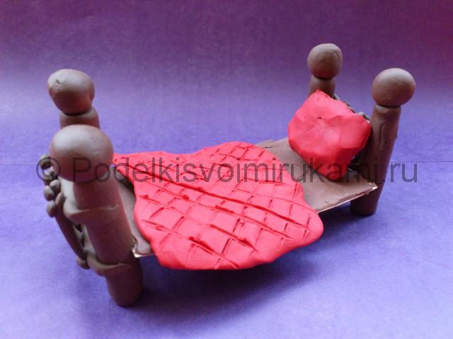 Как сделать кровать из пластилина. Итоговый вид поделки. Фото 1.