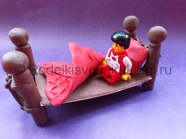 Как сделать кровать из пластилина. Итоговый вид поделки. Фото 3.