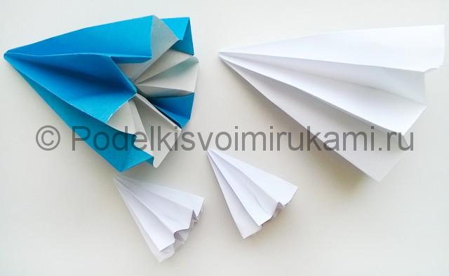Как сделать куклу из бумаги. Фото 16.