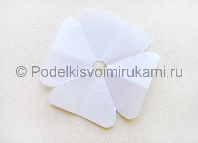 Как сделать куклу из бумаги. Фото 23.