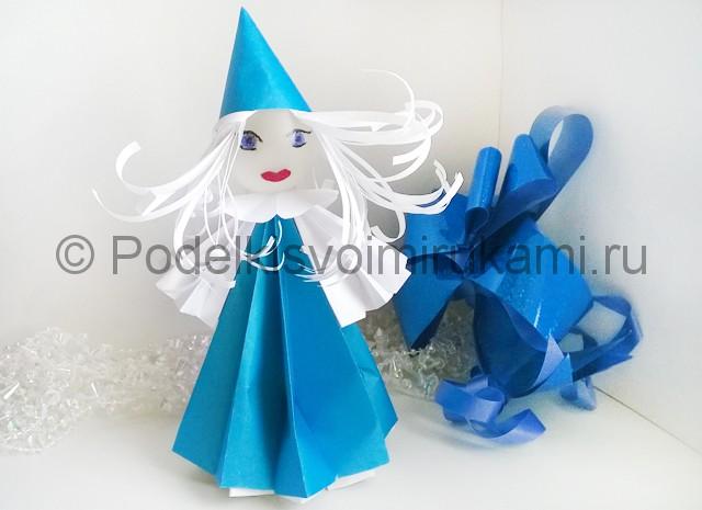 Как сделать куклу из бумаги. Итоговый вид поделки. Фото 1.