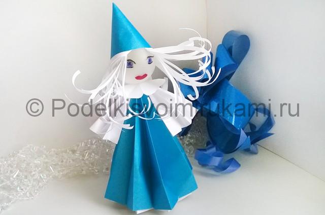 Как сделать куклу из бумаги. Итоговый вид поделки. Фото 2.