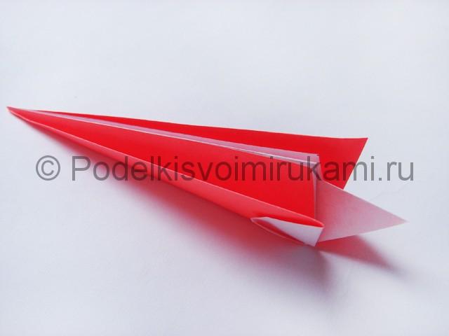 Как сделать лебедя из бумаги в технике оригами. Фото 11.
