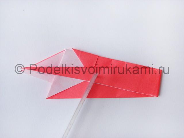 Как сделать лебедя из бумаги в технике оригами. Фото 12.