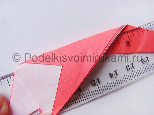 Как сделать лебедя из бумаги в технике оригами. Фото 14.