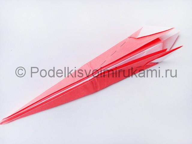 Как сделать лебедя из бумаги в технике оригами. Фото 15.