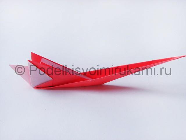 Как сделать лебедя из бумаги в технике оригами. Фото 16.