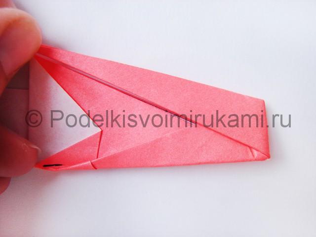 Как сделать лебедя из бумаги в технике оригами. Фото 17.
