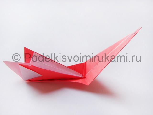Как сделать лебедя из бумаги в технике оригами. Фото 18.