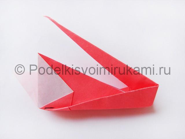 Как сделать лебедя из бумаги в технике оригами. Фото 19.