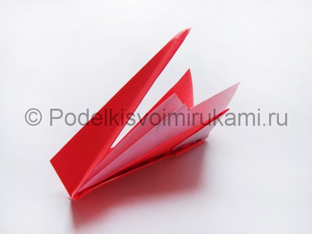 Как сделать лебедя из бумаги в технике оригами. Фото 20.