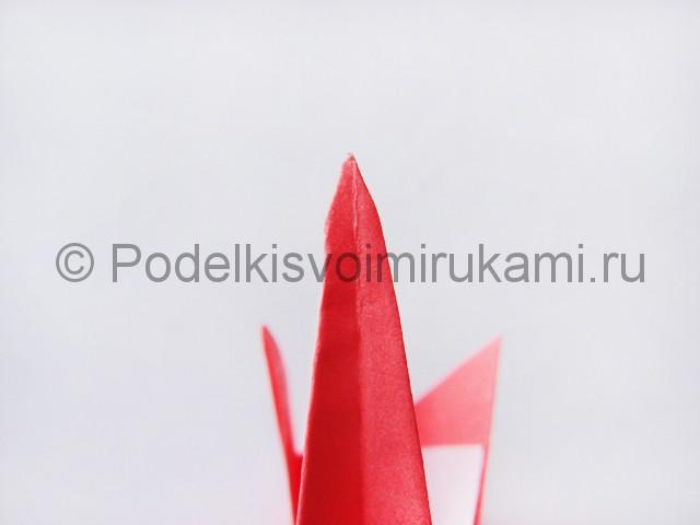 Как сделать лебедя из бумаги в технике оригами. Фото 21.