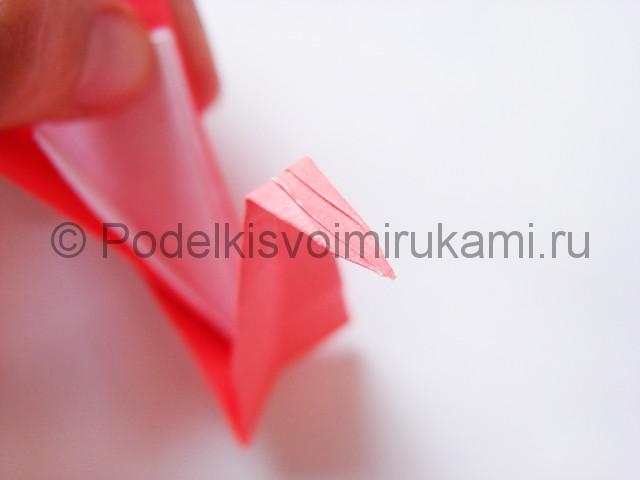 Как сделать лебедя из бумаги в технике оригами. Фото 22.