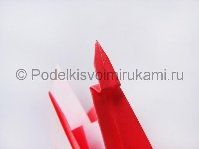 Как сделать лебедя из бумаги в технике оригами. Фото 23.