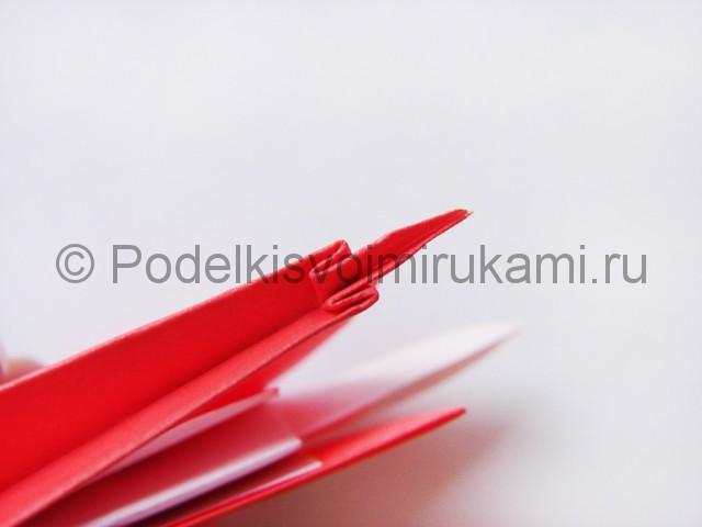 Как сделать лебедя из бумаги в технике оригами. Фото 24.