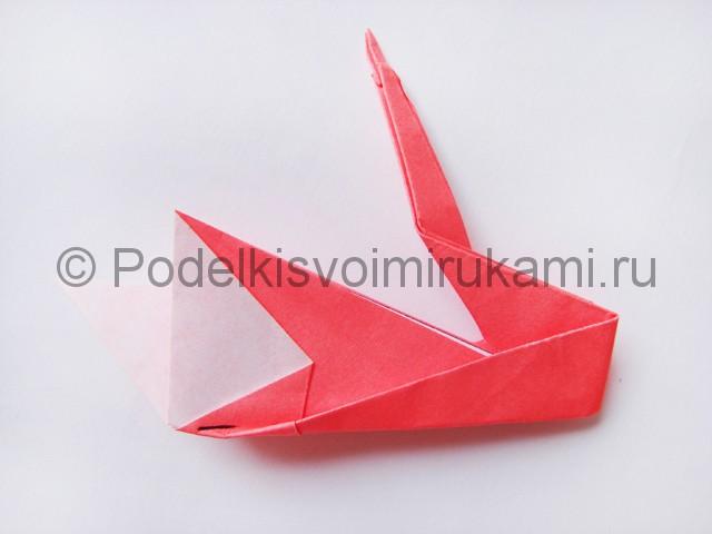Как сделать лебедя из бумаги в технике оригами. Фото 25.
