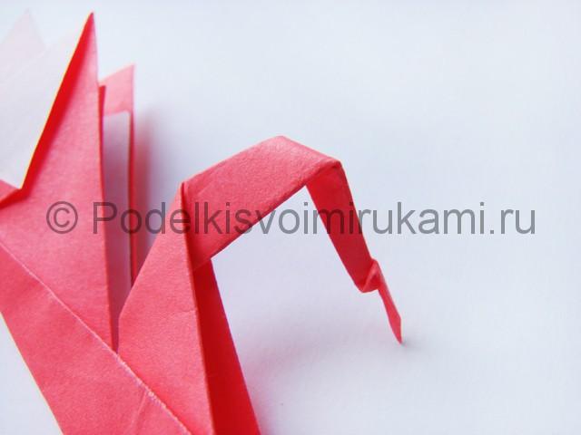 Как сделать лебедя из бумаги в технике оригами. Фото 26.