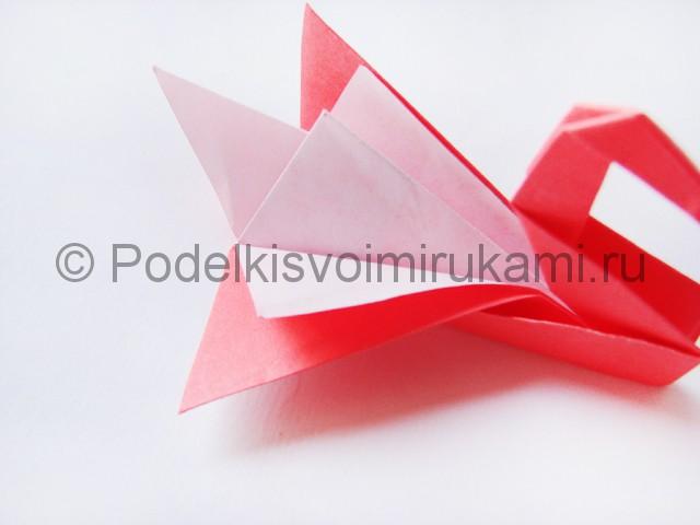 Как сделать лебедя из бумаги в технике оригами. Фото 29.