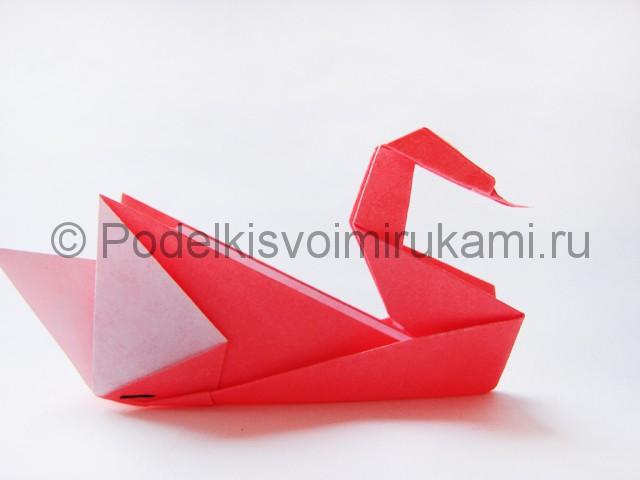 Как сделать лебедя из бумаги в технике оригами. Итоговый вид поделки. Фото 1.