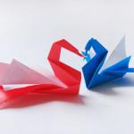 Как сделать лебедя из бумаги в технике оригами. Итоговый вид поделки.