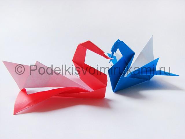 Как сделать лебедя из бумаги в технике оригами. Итоговый вид поделки. Фото 2.