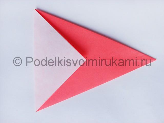 Как сделать лебедя из бумаги в технике оригами. Фото 5.