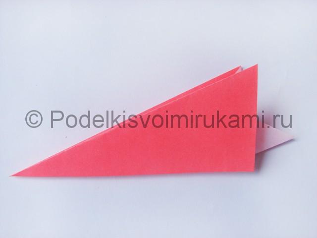 Как сделать лебедя из бумаги в технике оригами. Фото 8.