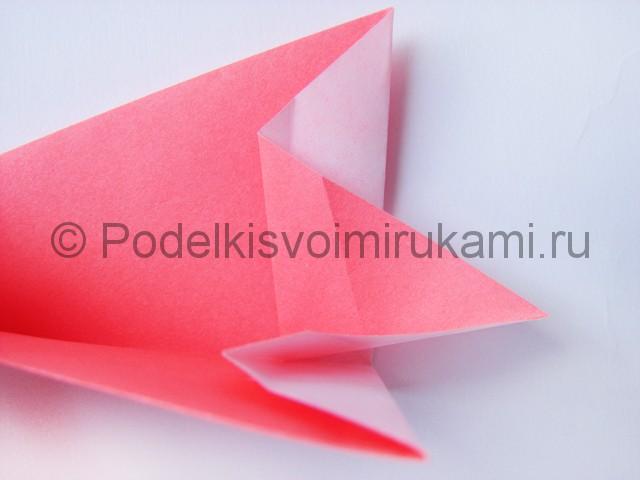 Как сделать лебедя из бумаги в технике оригами. Фото 9.