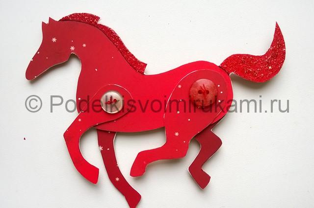 Как сделать лошадь из бумаги. Итоговый вид поделки. Фото 1.